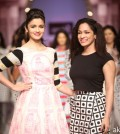 Alia Bhatt Showstopper at Masaba G at Wills Lifestyle India Fashion Week SS14-akkidokie (13)
