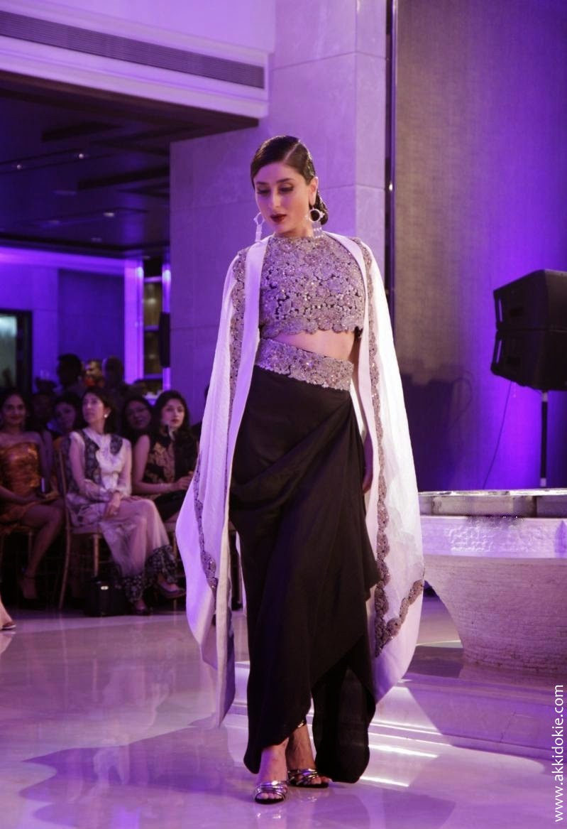 Kareena-Kapoor-Ramp-Walk-At-Lakme-Fashion-Week-2015-Grand-Finale-9