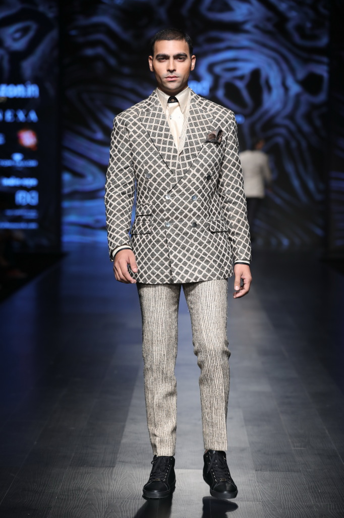 collection by Kommal and Ratul Sood at FDCI AIFW AW 2018 (1)