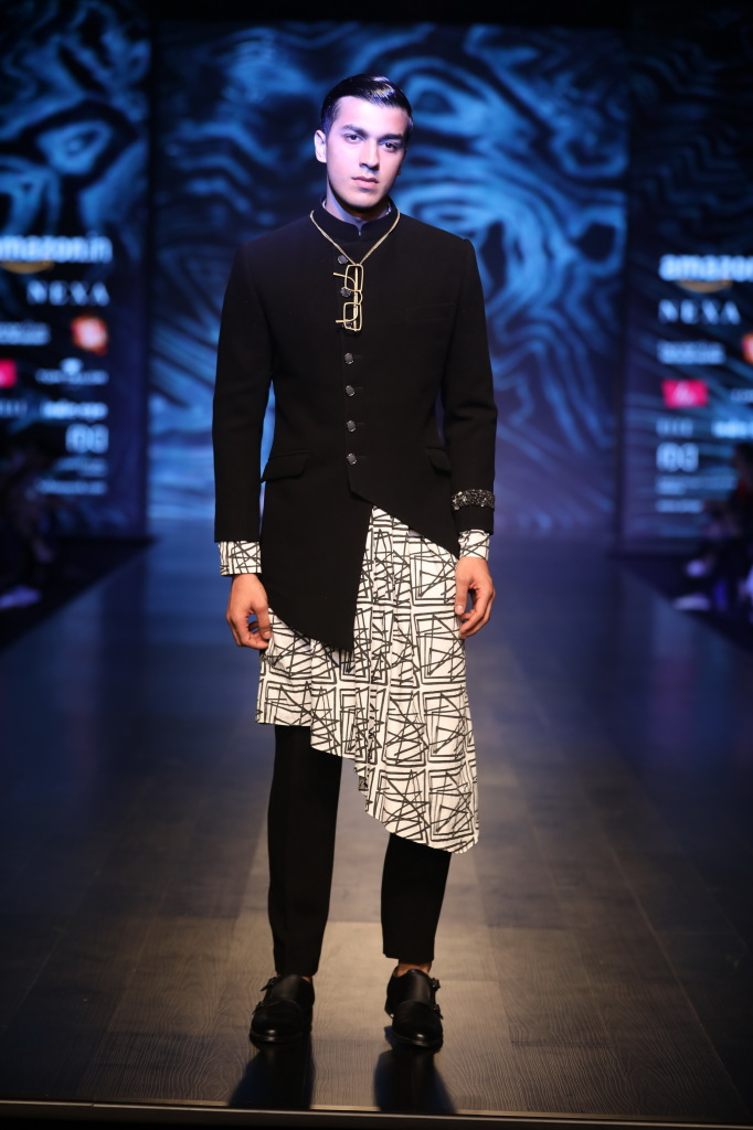 collection by Kommal and Ratul Sood at FDCI AIFW AW 2018 (3)
