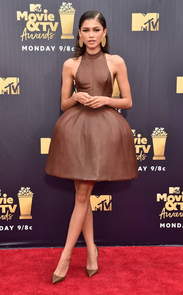 rs_634x1024-180616175133-634.zendaya-2018-mtv-movie-awards-red-carpet.ct.061618
